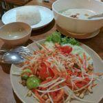 Procurando restaurantes em Koh Lipe? Experimente os pratos do Noy Wahgcha-aon Thai Food.