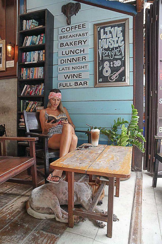 Onde comer em Koh Lipe? Vá no Elephant Koh Lipe, um restaurante/bar super fofo localizado na Walking Street.