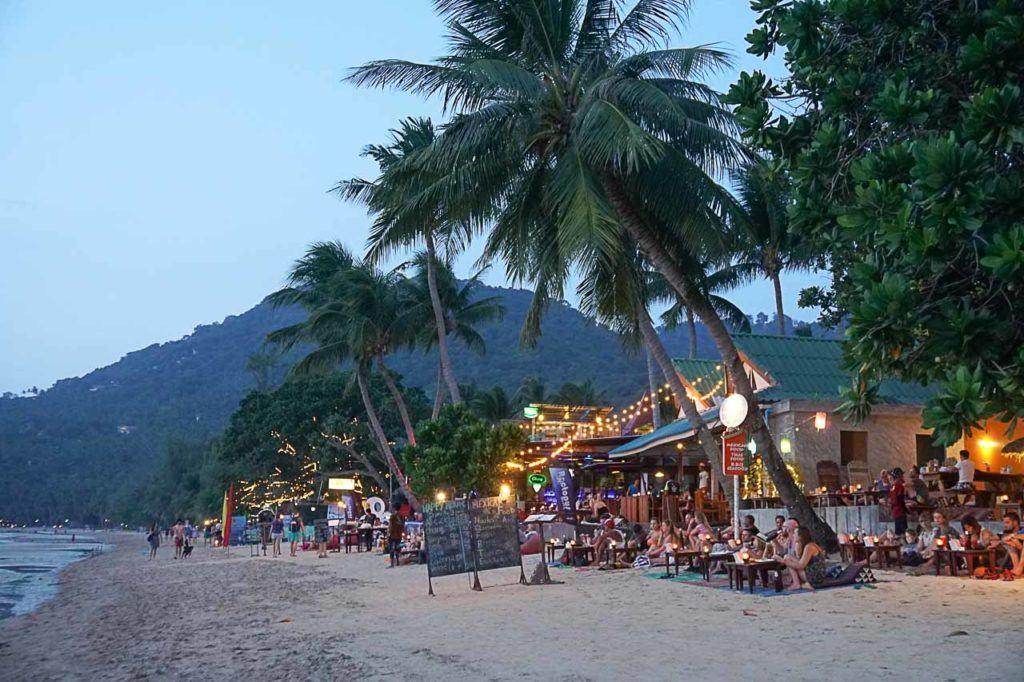 Procurando o que fazer em Koh Tao? Há muitas opções de vida noturna esperando por você lá.