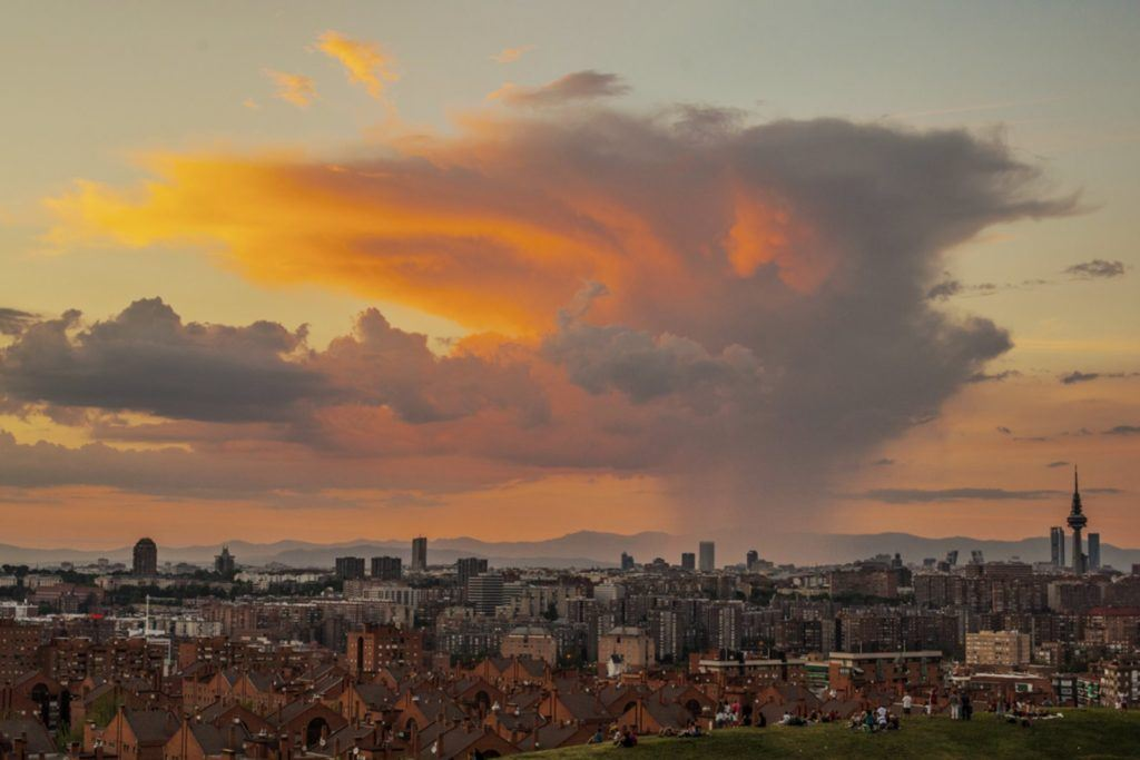 Let's enjoy Madrid's beautiful sunset!