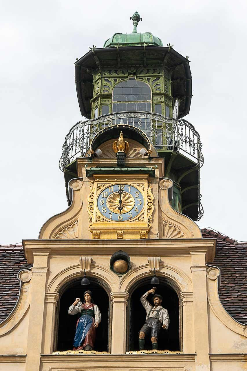 Try to listen to the Glockenspiel and dance along with a sweet couple in traditional clothes that appear spinning through the windows.