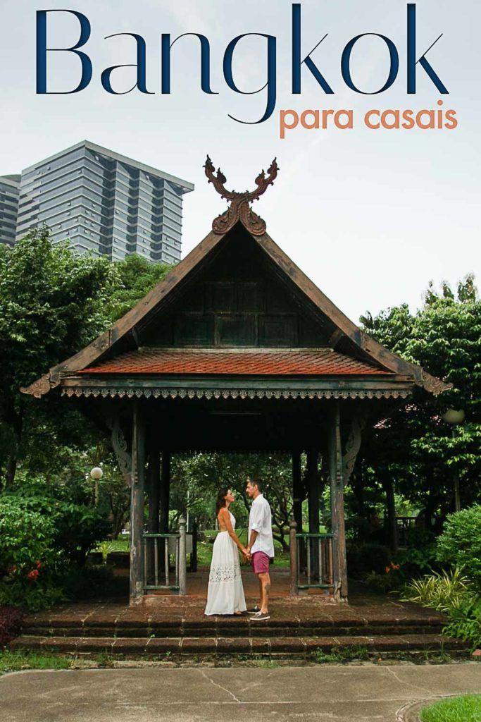 Dicas de lugares românticos em Bangkok, atrações para casais, ótimos restaurantes, hotéis e experiências. Montamos um roteiro romântico em Bangkok - Tailândia, que vai deixar qualquer casal apaixonado pela cidade e por sua alma gêmea. Sugestões de lugares e passeios românticos para uma lua de mel em Bangkok ou uma viagem a dois inesquecível. #bangkok #tailandia #luademel #viagemromatica #dicasbangkok