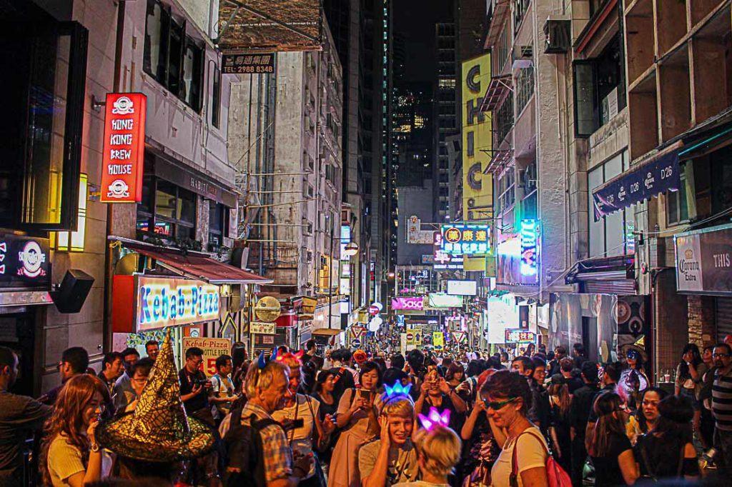 Há muitas coisas para fazer, mas quanto custa curtir a noite em Hong Kong?