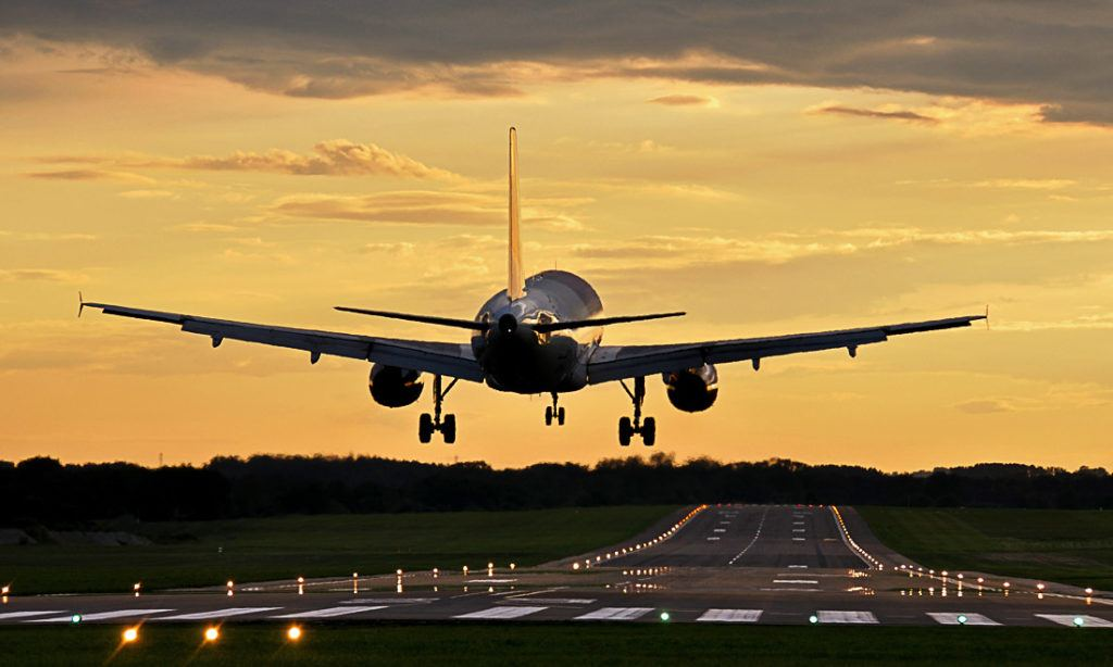 Airplane taking off. Wondering what is the cost of a trip to the United Kingdom? Check out this guide.