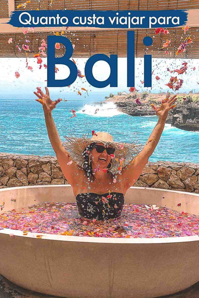 Super guia de preços de Bali, Indonésia. Listamos aqui todas as despesas de viagem que você pode ter em Bali, seja para umas férias de luxo, uma viagem econômica ou um mochilão. Analisamos os preços dos hotéis em Bali, os custos com deslocamento pela ilha, atividades, passeios, alimentação e compras. Mais do que um guia, aqui também compartilhamos dicas sobre como economizar nas suas férias em Bali. A ilha de Bali é um destino para todos os bolsos; você só precisa saber planejar bem para ter as férias perfeitas.