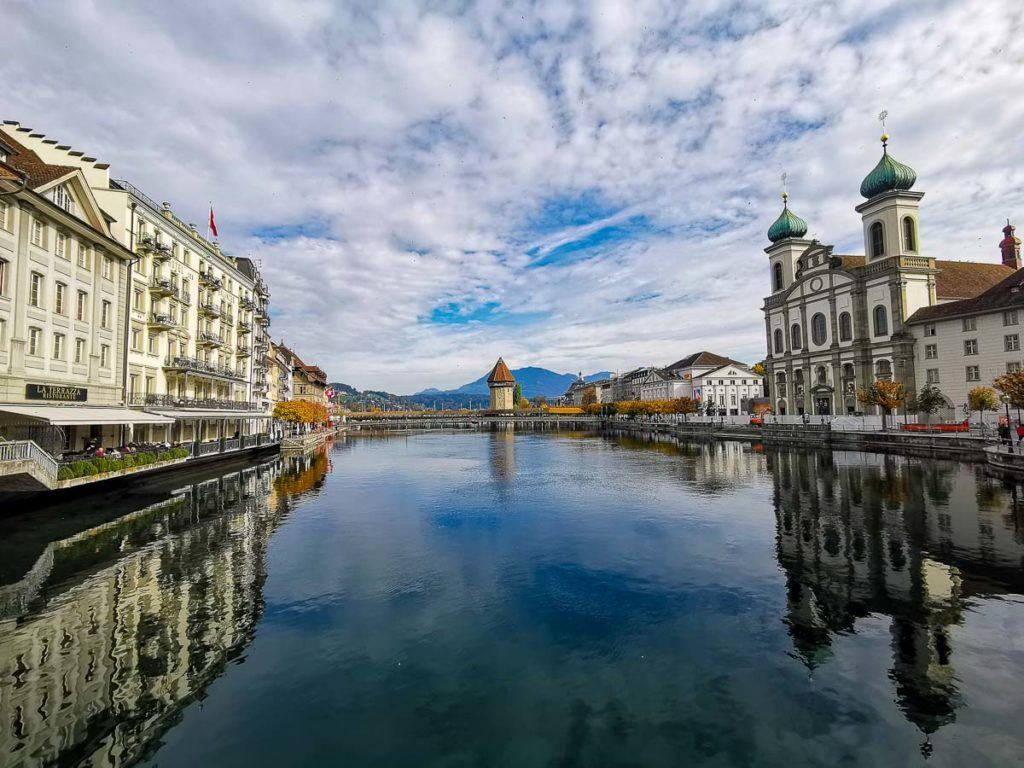 An image of Reuss River and the Jesuit Church in Lucerne.